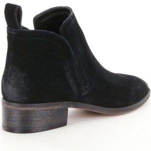 Dolce Vita Tessey Suede booties